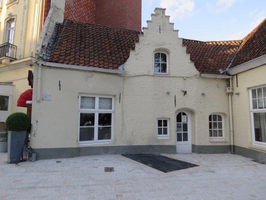Hotel 't Zand: Side entrance