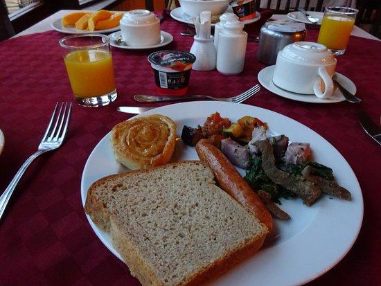 Amboseli Sopa Lodge: 朝食(なぜかケニアのパンはパサパサなのだ)