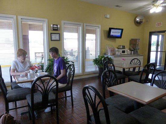 Salem, IL: Breakfast area