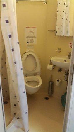 FLORENCIA -Interno cabina, bagno - Foto di TTT Lines, Napoli ...