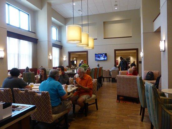 Cape Girardeau, MO: Braekfast room/lobby