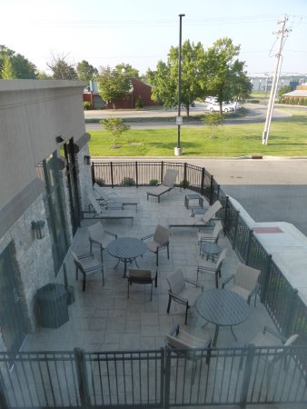 Cape Girardeau, MO: The patio outisde the pool