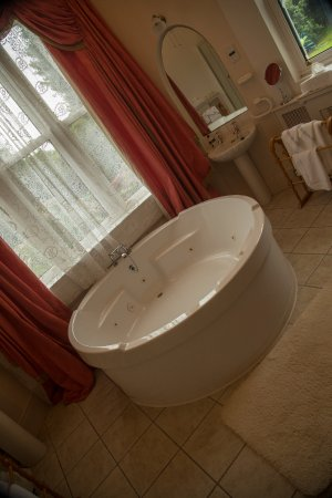 Maranatha Country House: The bath ..