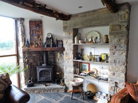 Dent, UK: Quaint Fireplace in Lounge