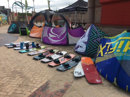 Denbighshire, UK: Liquid Force Kites