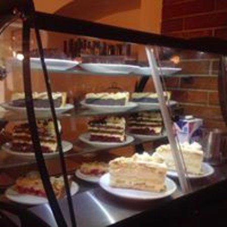 Tengen, Alemanha: Ein Blick in die Kuchenvitrine