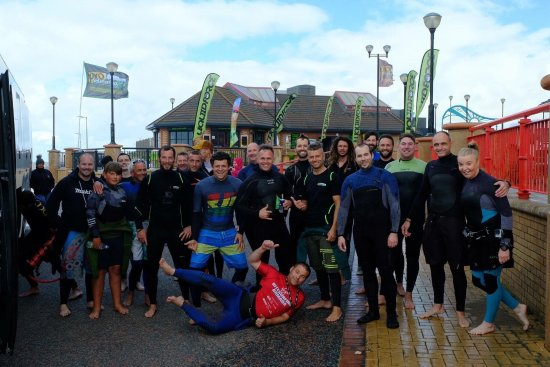 Денбишир, UK: Pro Kitesurfing RNLI Charity Downwinder