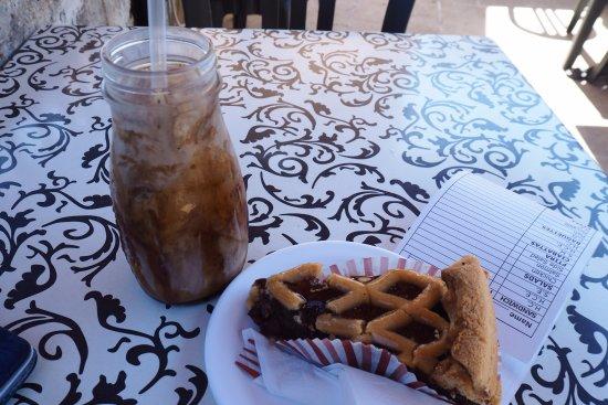 Fontanella Tea Garden: Iced coffee & dates and walnut cake