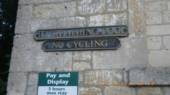 ‪Bradford on Avon swimming pool‬