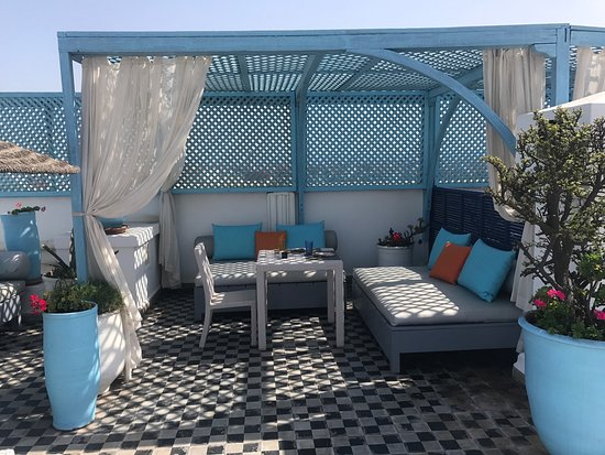 L'Heure Bleue Palais : rooftop area for lunch