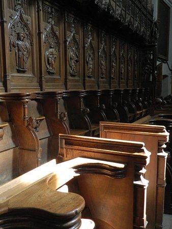 Collegiata dei Santi Pietro e Orso: coro ligneo