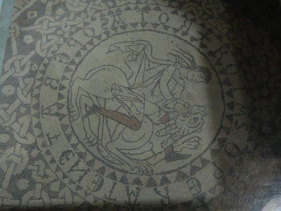 Collegiata dei Santi Pietro e Orso: mosaico di Sansone