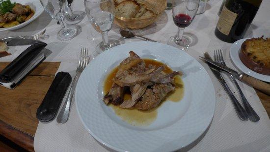 Saint-Girons, France: Cochon de lait farci dans l'assiette
