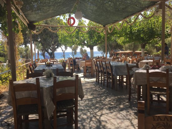 TAVERNA GALINI (Ellinas): Excellent lunch venue. Lovely pace to the service after relaxing on the beach all morning. Good