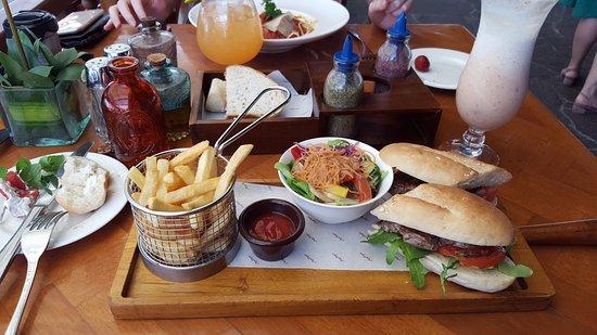 Ayodya Resort Bali: Steak Sandwiche =)