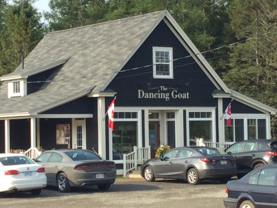 Dancing Goat Cafe & Bakery: A busy place at breakfast