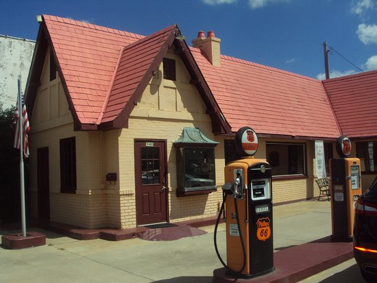 Baxter Springs, KS: Refurbished service station/visitor center on Route 66