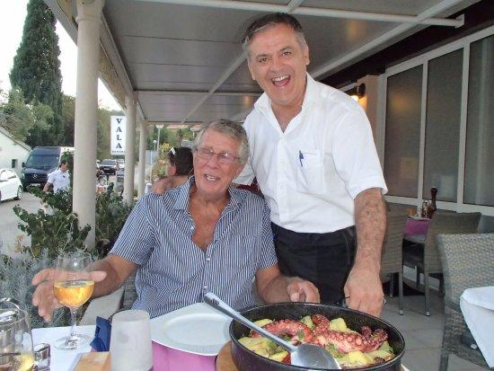 Zaton, Kroatien: Our incredible waiter, Boro!