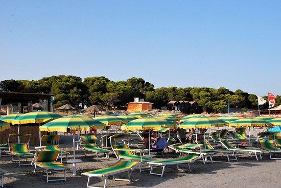 Sant'Anna Arresi, Italia: spiaggia attrezzata
