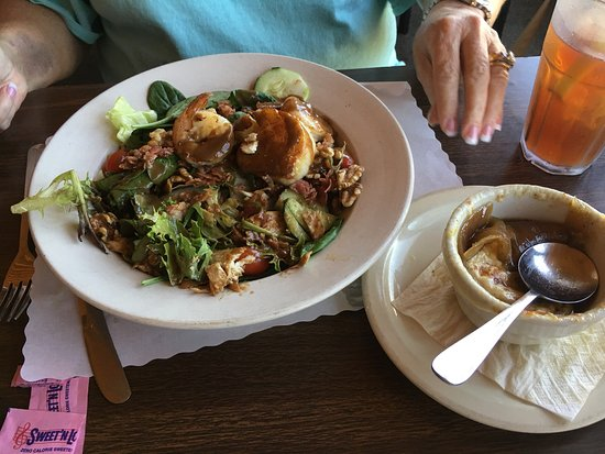 Harbor inn and ale american restaurant 13993 la for Cuisine 1300 monroe mi