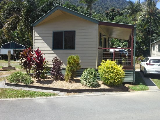 Redlynch, Australia: Our cabin - pretty from the outside, comfortable inside!