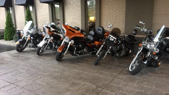 Leamington, Canada: They let us park our bikes under the canopy as rain was coming that night