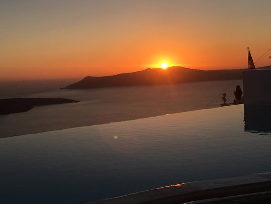Cosmopolitan Suites Hotel : sunset from hotel pool