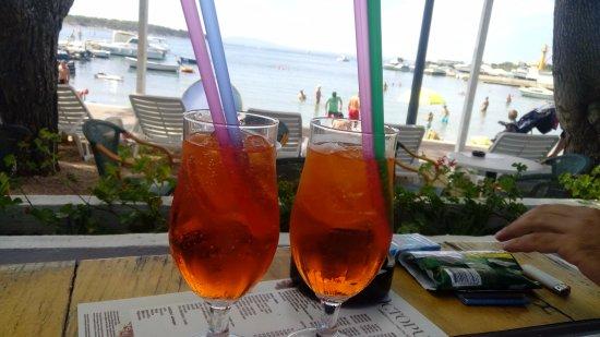 Banjol, Хорватия: aperitivo in riva al mare