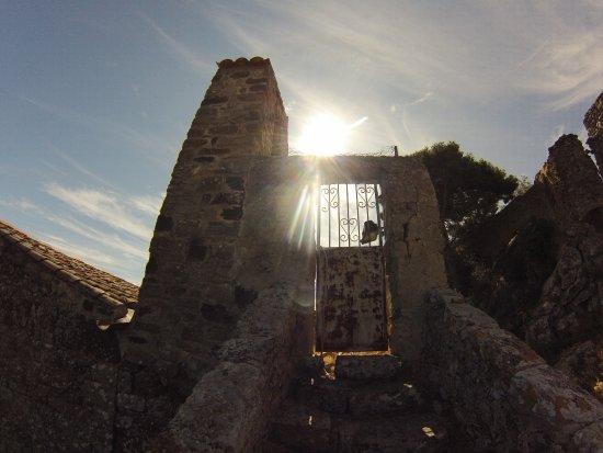 Evenos, Francja: le charme des vieilles pierres