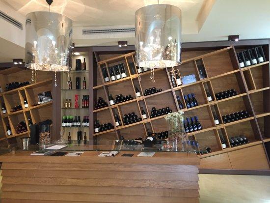 Barolo, Italia: cool shelves