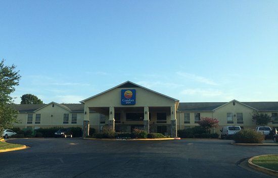 Olive Branch, MS: Exterior and front in the early morning
