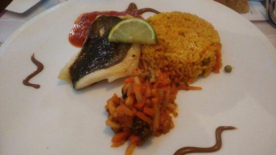 Villemandeur, Francia: menu duo plat+dessert - poisson Excellent ! - 14.90e