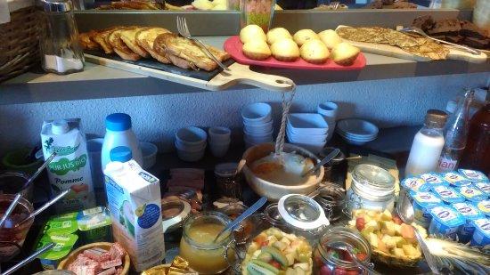 Villemandeur, Francia: buffet petit déjeuner et ce n'est qu'un aperçu :)