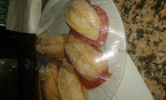 Aguimes, Spain: Aquí tenéis comida y mini bocadillos a la plancha