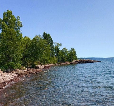 Lutsen, MN: Shoreline near the Sea Villas