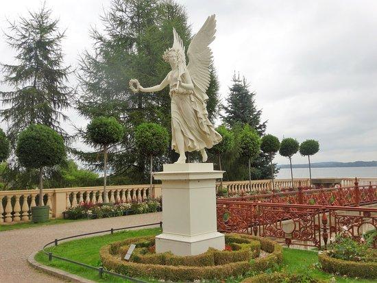 Schwerin, Deutschland: Estatua em jardins