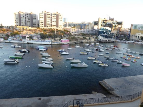 Marina Hotel Corinthia Beach Resort Photo
