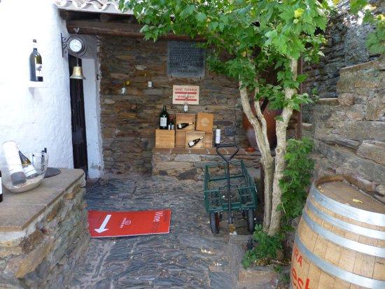 Monsaraz, Portugal: Acceso a la tienda
