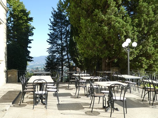 Villa Campestri Olive Oil Resort: Terrace overlooking the Mugello valley