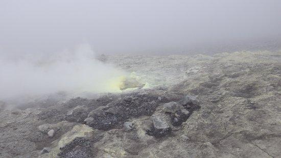 Parque Natural de Purace: Schwefelfumarole an der Vulkanflanke.