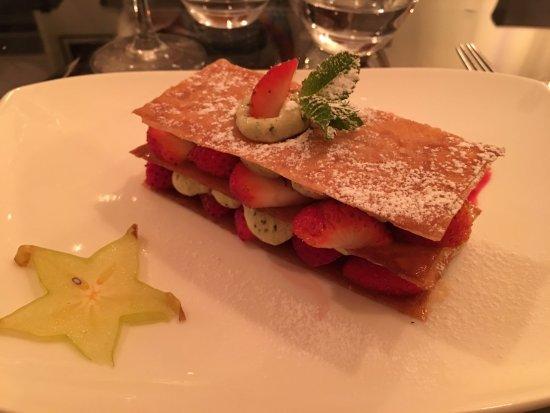 L'Incontournable: Mille feuille fraise avec une crème basilic
