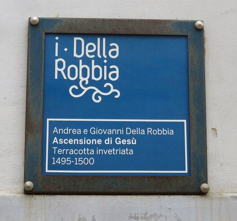 Foiano Della Chiana, Italia: Targa esterna che saegnala la presenza del capolavoro dei Della Robbia