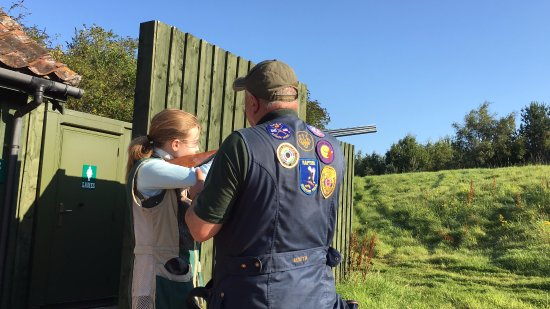 Leuchars, UK : Ron, sizing up Katie to make sure gun fits just right