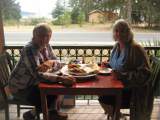 Texada Island, Canada: Dining at the wayside restaurant.