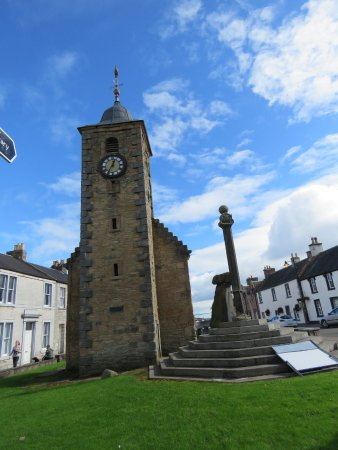 Clackmannan Tolbooth, Mercat Cross and Clackmannan Stone