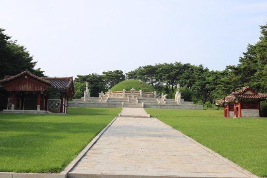 開城 王建の墓