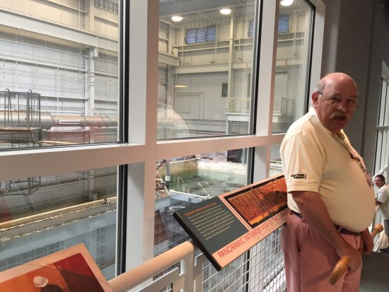 Newport News, VA: Restoration displays and Monitor historian John Quarstein