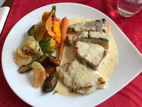 Lezay, Francia: Lunchtime fish main course