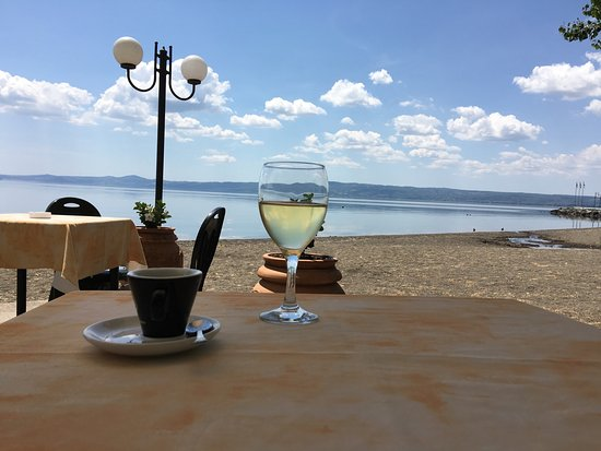 Bolsena, Italia: Espresso and prisecco at lake side cafe