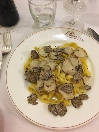 La Matriciana: Pâtes à la truffe et risotto aux asperges un pure délice.